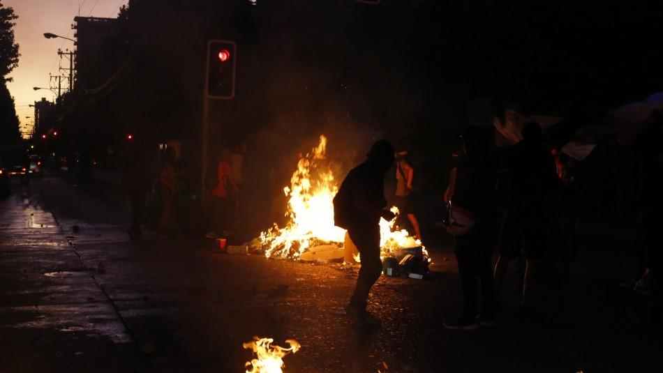17 detenidos y un carabinero herido tras nueva noche de incidentes en Peñalolén