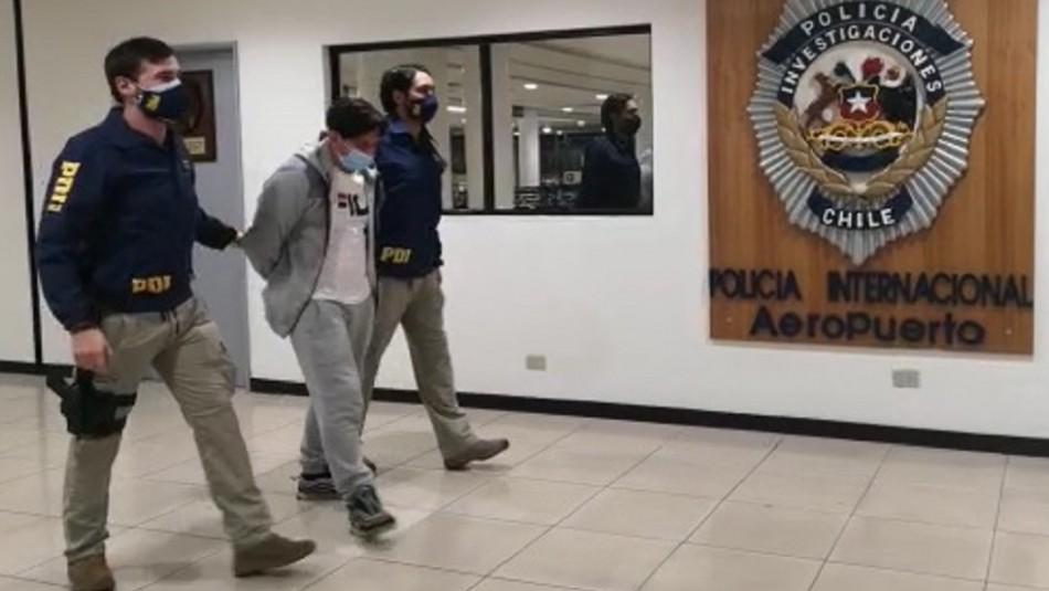 Detienen a sujeto deportado desde España: Tenía tres órdenes de aprehensión pendientes en Chile