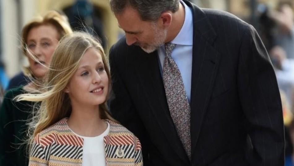 Al rey de España se le olvida usar mascarilla y su hija se lo recuerda: Todo quedó registrado en video
