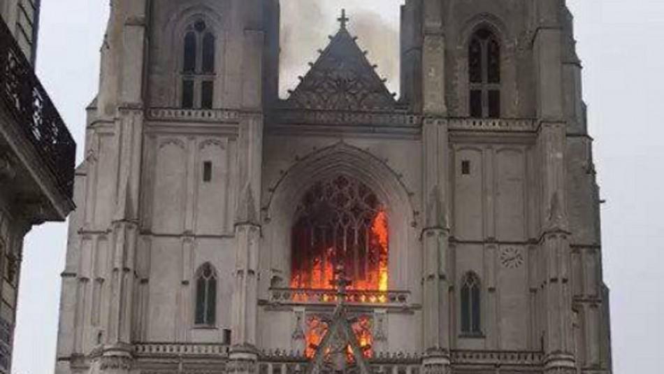 Incendio provoca grandes daños en la catedral gótica de Francia