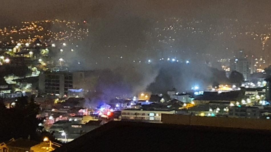 Incendio afectó a local de repuestos automotrices en Viña del Mar