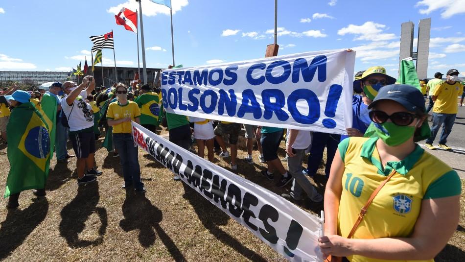 Simpatizantes de Bolsonaro le manifiestan apoyo mientras se recupera de coronavirus