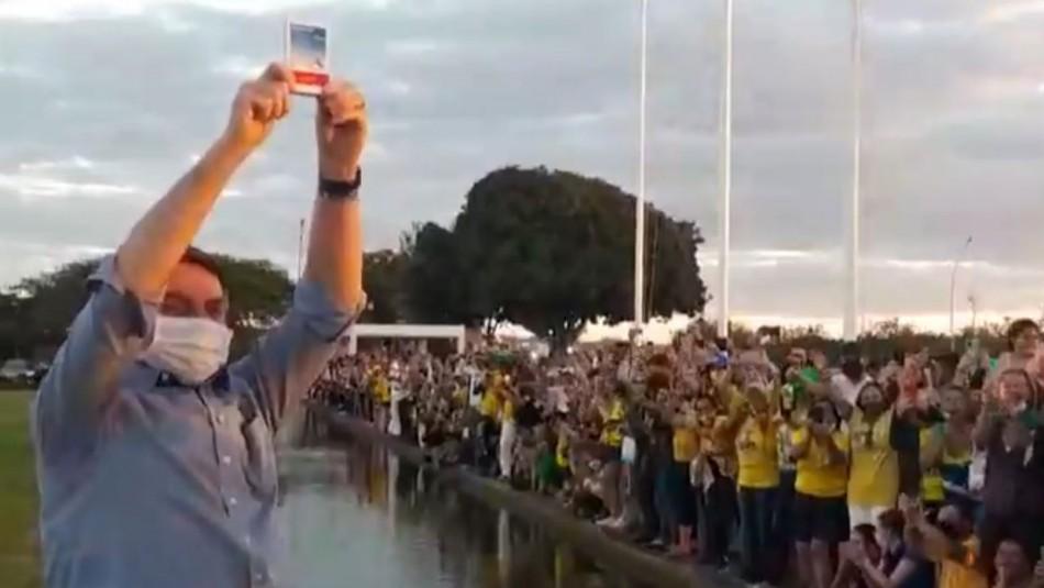 No aprende: Bolsonaro recibe a sus seguidores con cantos y sin mascarilla en el palacio de gobierno