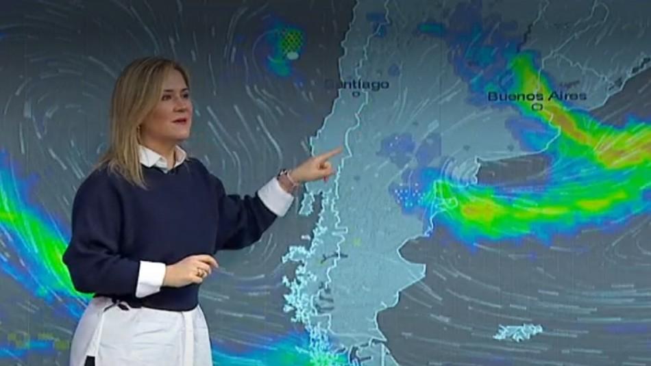 Michelle Adam anuncia lluvias todo el día en Santiago.