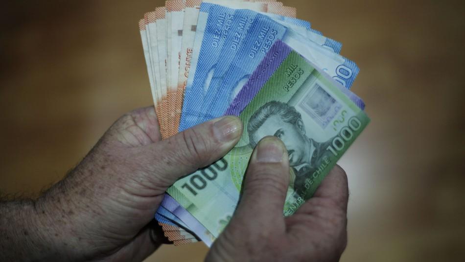 Cadem y retiro de fondos: 62% cree que sacará $800 mil o más dinero