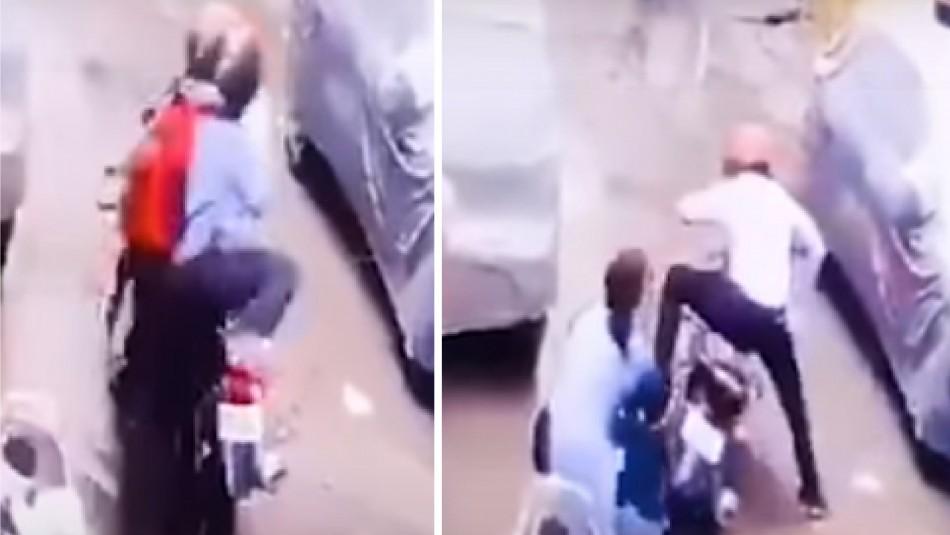 Impresionante video capta a una mujer que evita que dos hombres secuestren a su hija de 4 años