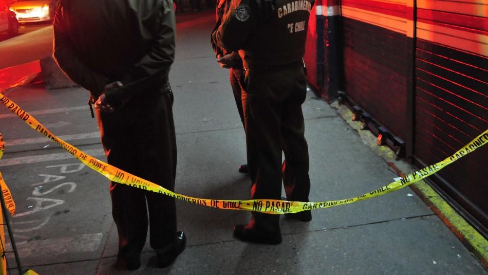 Dos personas mueren tras colisión de vehículo contra una pasarela peatonal en Lo Espejo