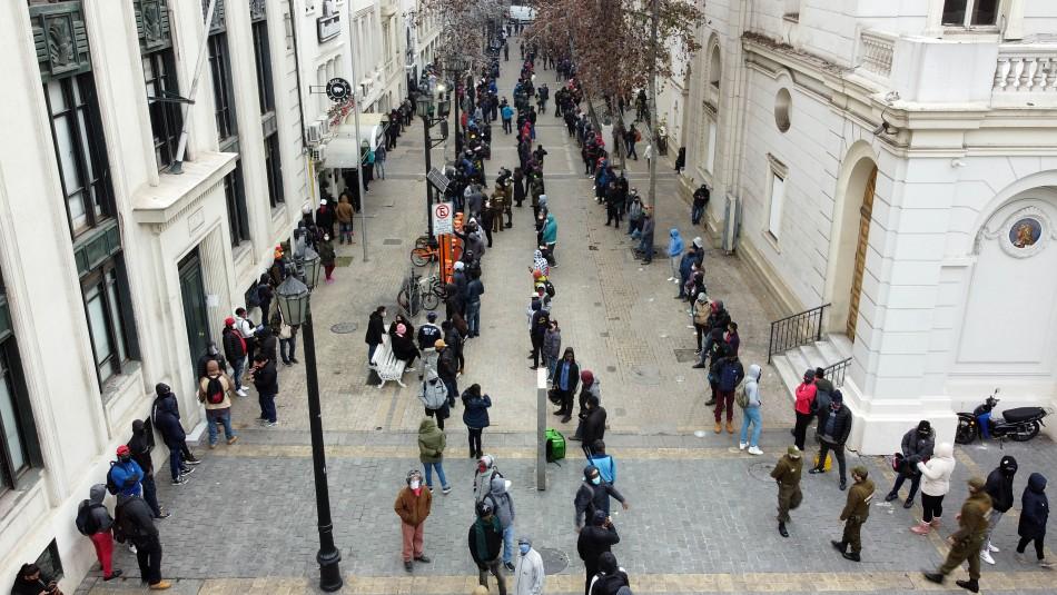 Largas filas en sucursales de AFP para solicitar información sobre retiro de fondos