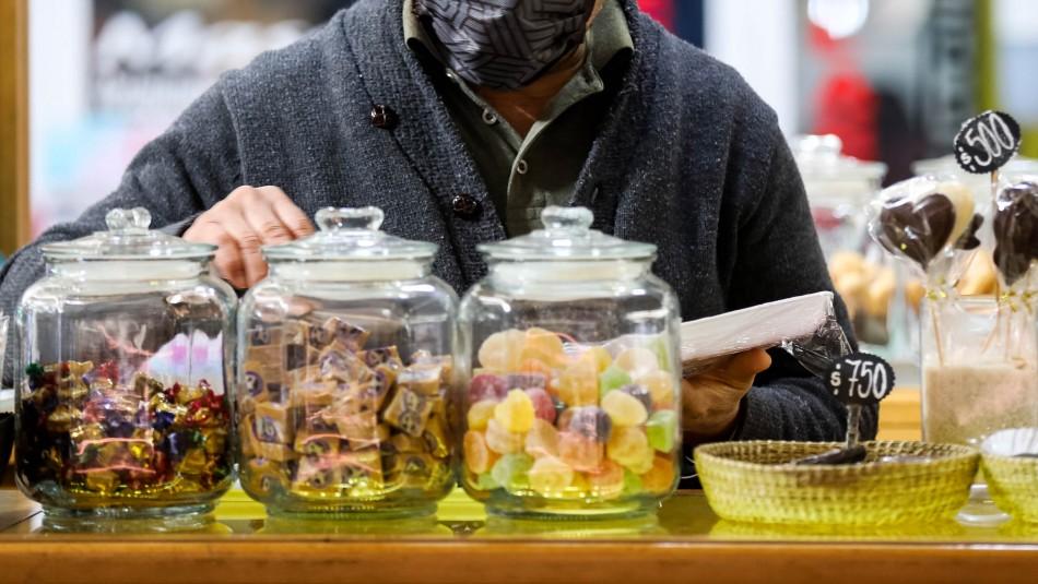 Vecinos transforman su edificio en mall y se reinventan en medio de la pandemia
