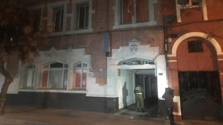 Investigan homicidio ocurrido al interior de un motel en Santiago Centro
