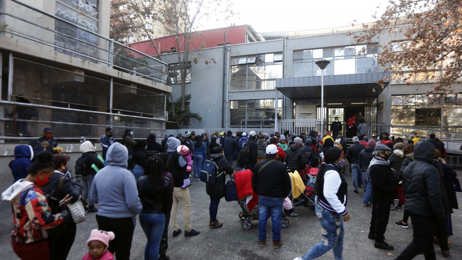 Largas filas en oficina del Registro Civil por solicitud de carnet definitivo para retiro del 10%