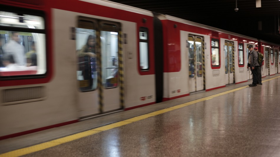 Presidente confirma que siguen en marcha proyectos de ampliación y construcción de líneas del Metro de Santiago