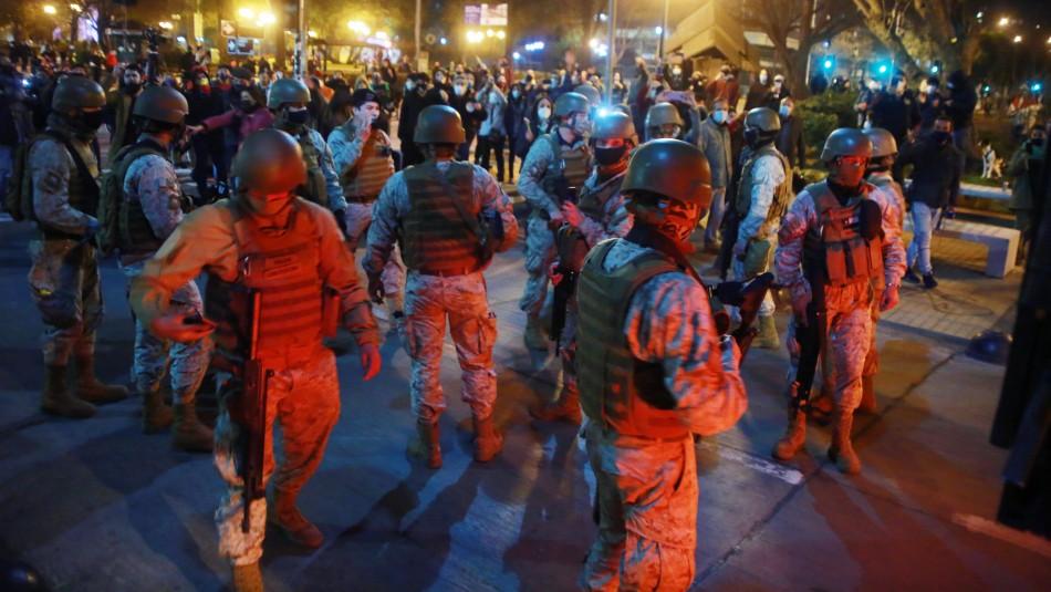 Tensión entre militares y manifestantes en Plaza Ñuñoa en medio de protestas
