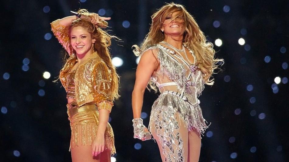 Ya cerró la subasta de la chaqueta dorada que usó Shakira en el Súper Bowl: Pagaron millonaria suma