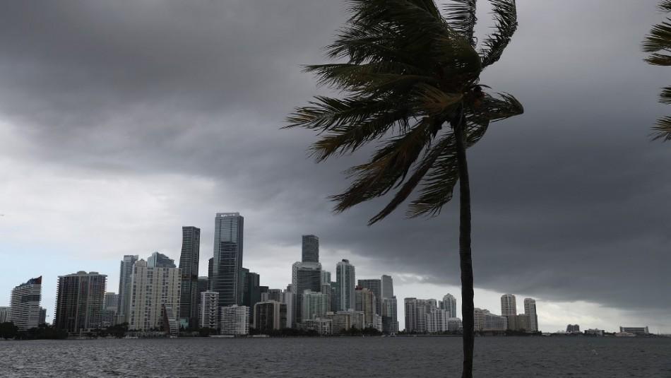 Florida se prepara para afrontar al huracán Isaías