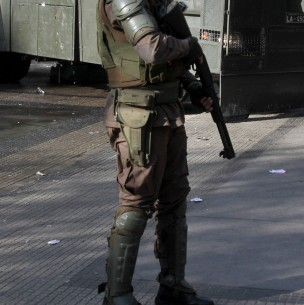 Condenan a 5 años de libertad vigilada a excarabinero que lanzó lacrimógena a manifestante
