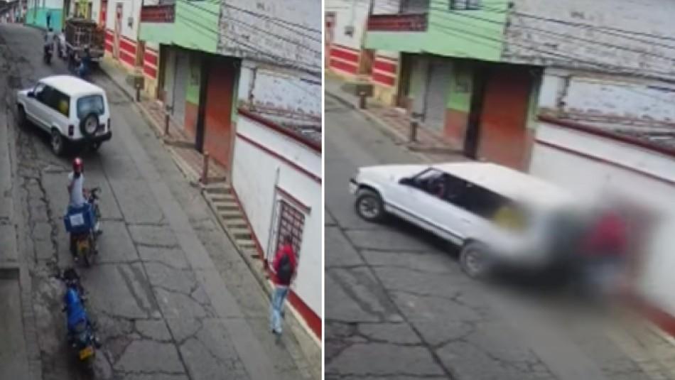 Video registra atropello de un hombre que iba distraído chateando por celular