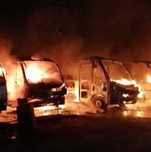 Violento incendio afecta a terminal de microbuses en Antofagasta