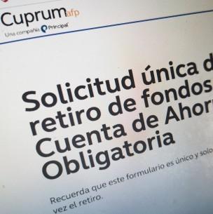 Afiliados de AFP Cuprum reportan problemas en solicitud del 10% por validación de la cédula de identidad