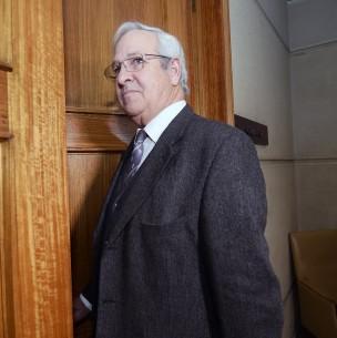 Diputado Urrutia exhibe imagen de Pinochet en sesión telemática: Piden pasarlo a comisión de Ética