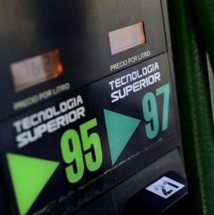 Revisa cuánto bajará la bencina desde este jueves