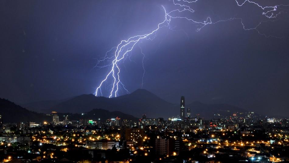 Anuncian tormentas eléctricas para Santiago y otras 5 regiones para este miércoles