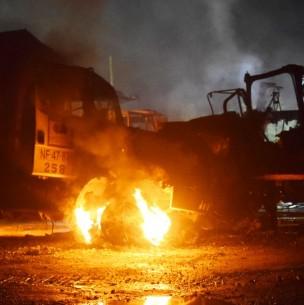 Nuevo ataque en La Araucanía: Desconocidos incendian camiones y maquinarias