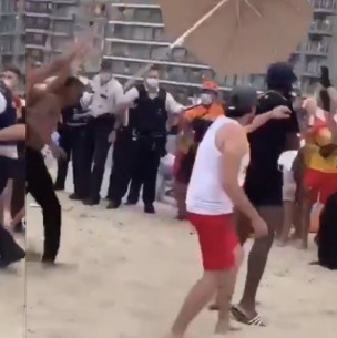 Batalla campal en playa de Bélgica por prohibición de acceso debido al coronavirus