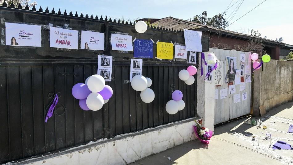 Madre de joven asesinada en Valparaíso acude a casa de Ámbar: