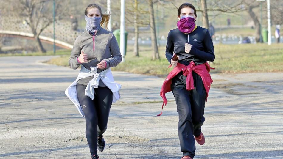 Mascarillas de vellón y pañuelos no protegen del coronavirus según expertos