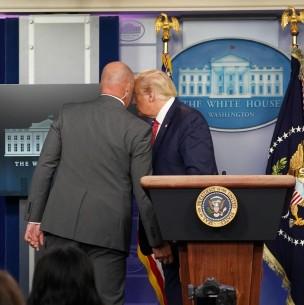 Donald Trump es evacuado por el servicio secreto tras tiroteo fuera de la Casa Blanca