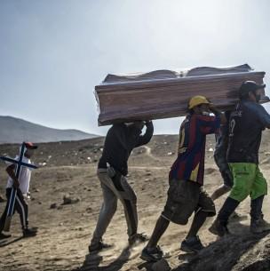 Perú registra récord de 228 muertos diarios por coronavirus