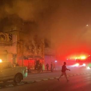 Incendio en local comercial deja a siete adultos y un lactante damnificados