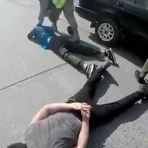 Sujetos son detenidos por eludir fiscalización y arremeter contra carabineros y militares