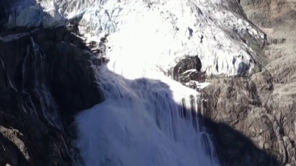 Calentamiento Global: impresionante momento en que una parte de glaciar suizo se desploma