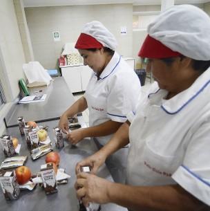 Junaeb inicia nuevo proceso de entrega de canastas de alimentación: Revisa quiénes las reciben
