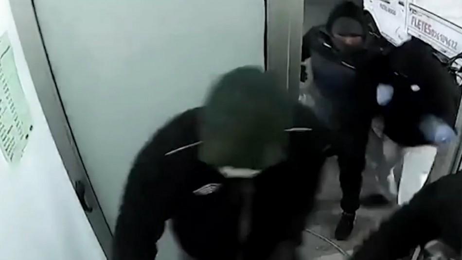Tres chilenos son detenidos en Uruguay por robo frustrado de cajero automático