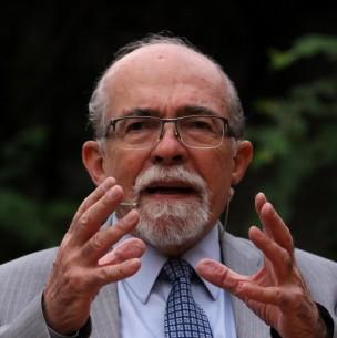 Profesor José Maza dará charla gratuita de astronomía en el Día del Niño