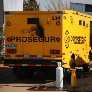 Asaltantes intentaron robar camión de valores con 700 millones de pesos en Peñalolén
