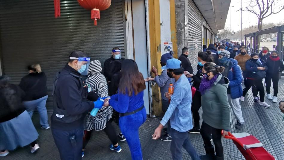 Largas filas se registran en el centro de Santiago en inicio de la etapa de Transición