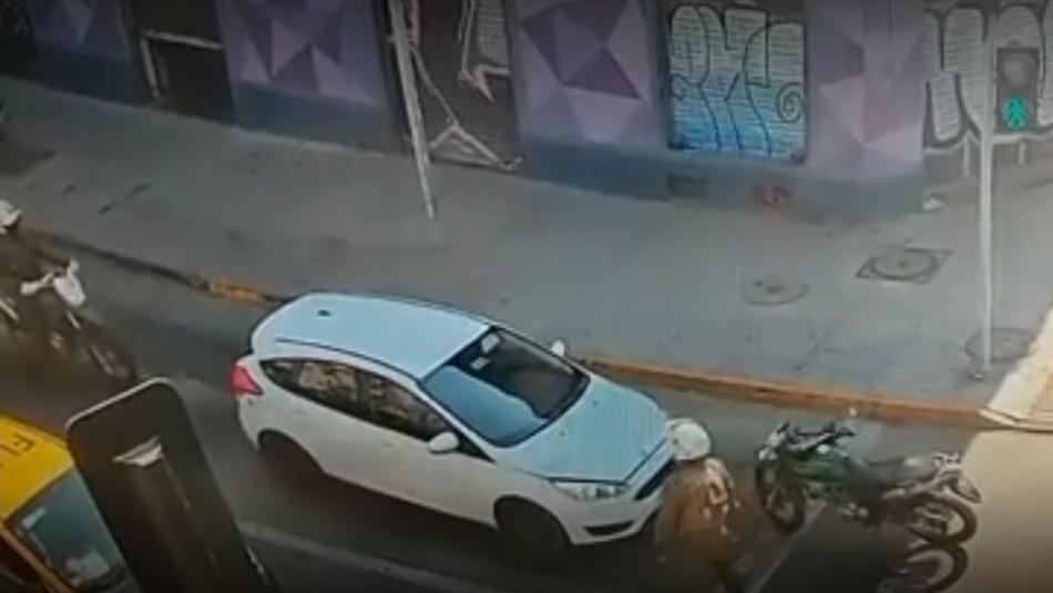 Sujeto roba vehículo y luego atropella a carabinero en medio de fiscalización