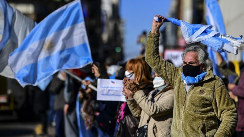 Argentinos desafían al coronavirus en multitudinarias manifestaciones contra Alberto Fernández