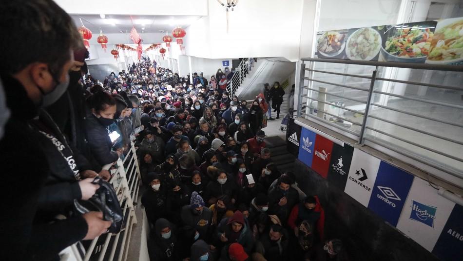 Incidentes y grandes aglomeraciones en mall chino de Santiago