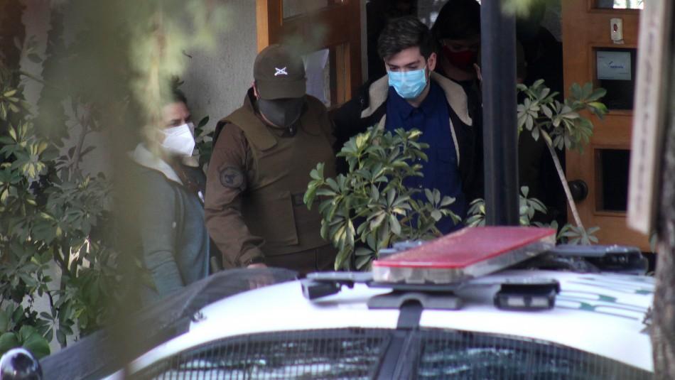 Esposado durante el día y con guardia: Así está Calderón Argandoña en la clínica psiquiátrica