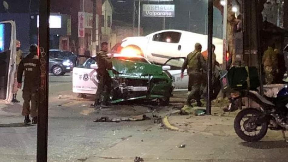 Tres lesionados deja choque entre Carabineros y vehículo particular en Villa Alemana