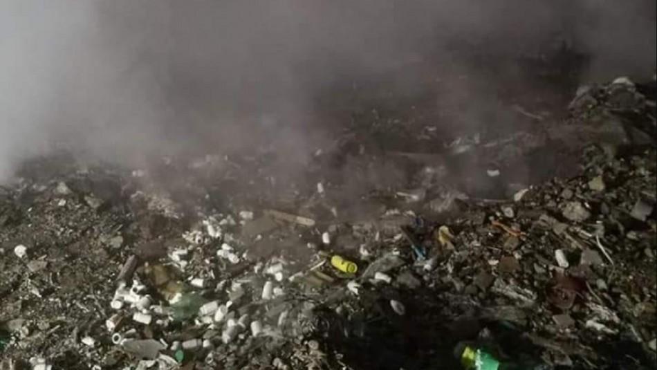 Vecinos piden maquinarias para apagar incendio que lleva tres días afectando a exvertedero