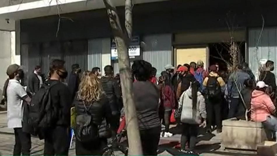 Vecinos reclaman aglomeraciones en sucursal de AFP Modelo