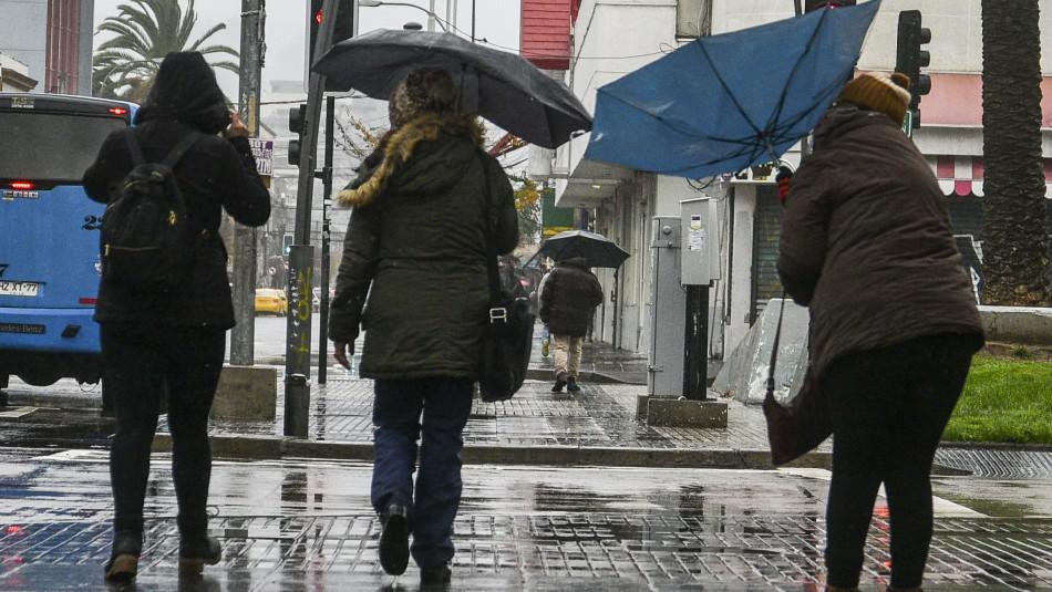 Jaime Leyton anticipa llovizna en Santiago para este domingo y lluvia para el día martes