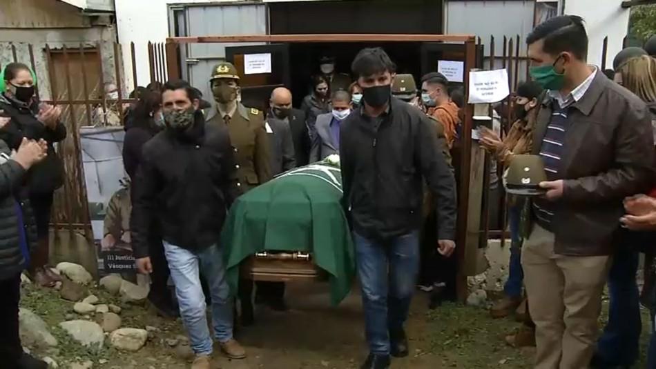 Globos blancos y aplausos: Masivo funeral de carabinera Norma Vásquez en Linares