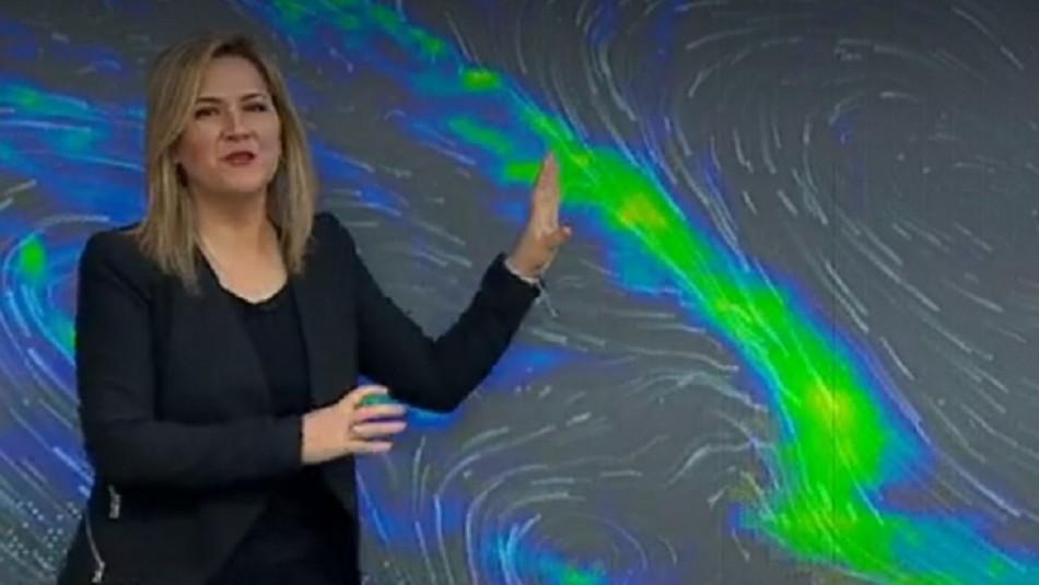 Michelle Adam debuta en Meganoticias y anticipa lluvia para este martes en Santiago